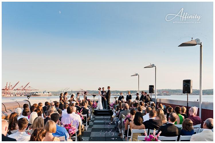 030-bell-harbor-seattle-rooftop-wedding.jpg