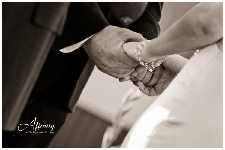 031-bride-groom-holding-hands-ceremony.jpg