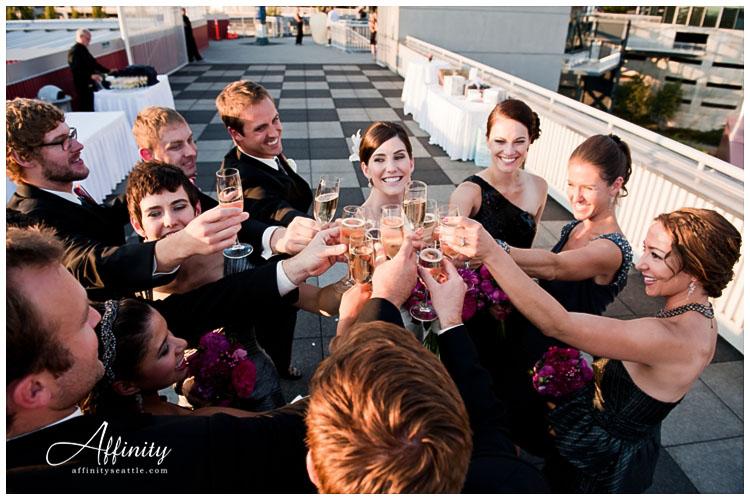 034-wedding-party-celebrate-champaigne.jpg