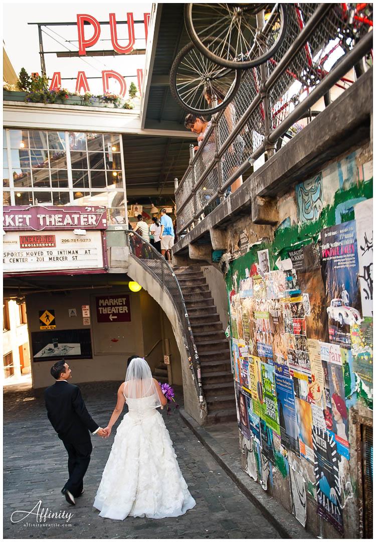 039-bride-groom-post-alley.jpg