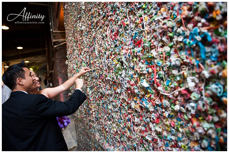 043-bride-groom-put-gum-on-gumwall.jpg