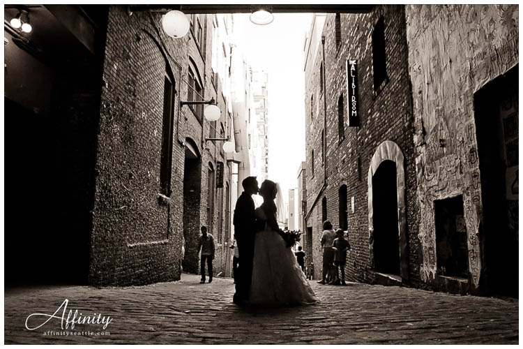 045-bride-groom-post-alley-kiss.jpg