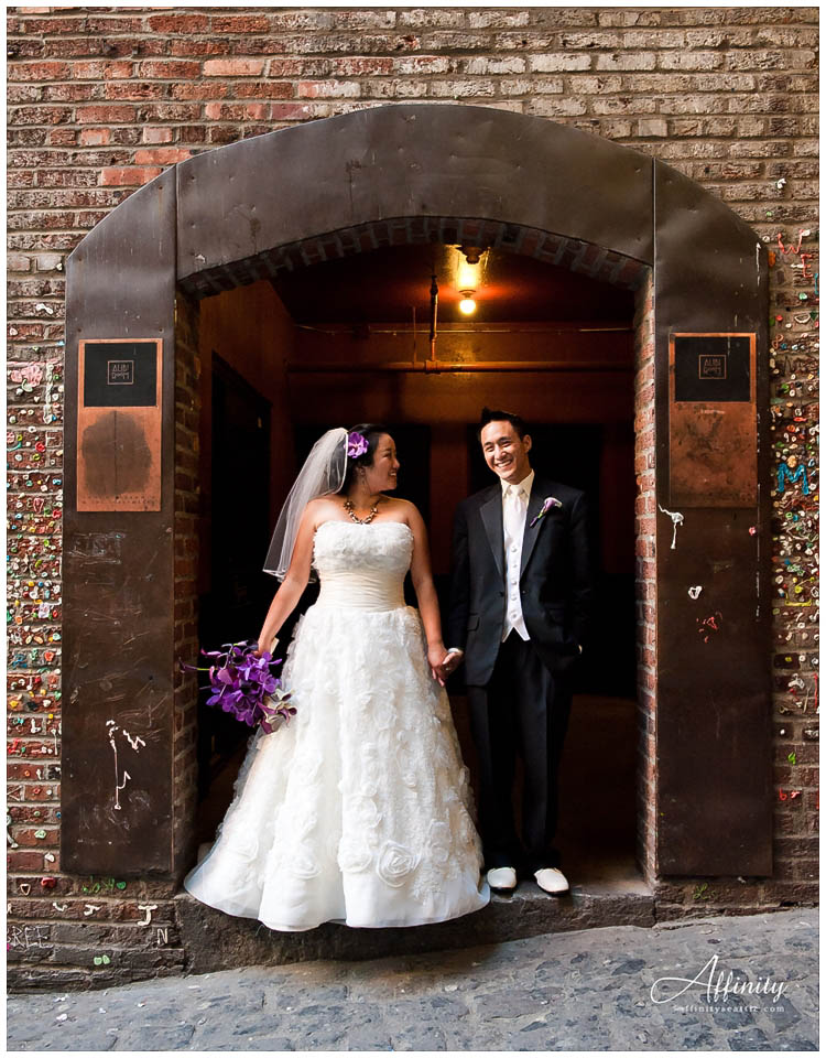 046-bride-groom-doorway-brick.jpg