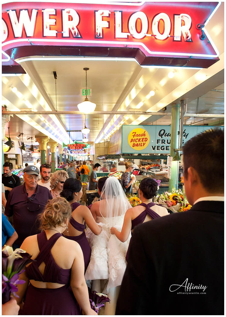 049-bridal-party-inside-pike-place-market.jpg