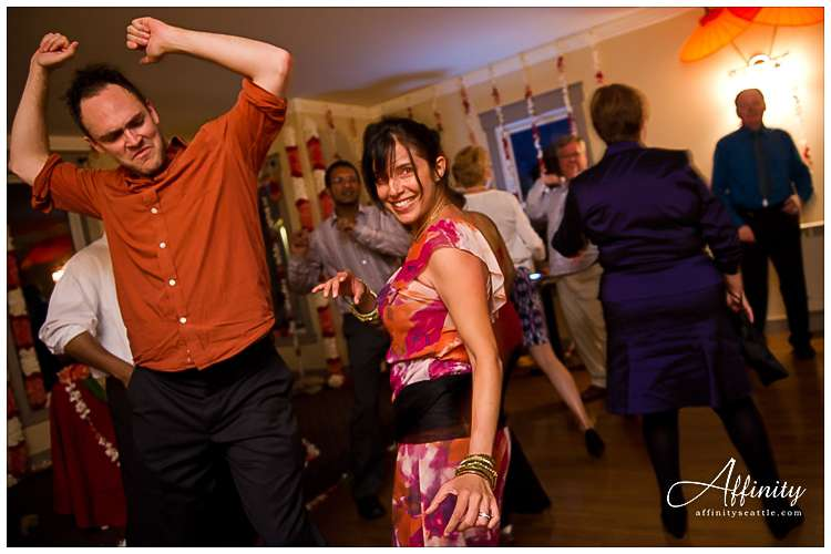 037-guests-partying-at-wedding.jpg