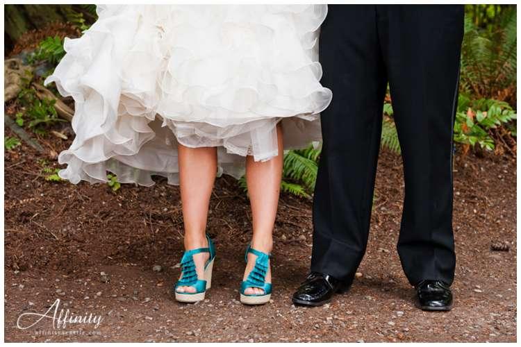 023-bride-shoes-groom.jpg