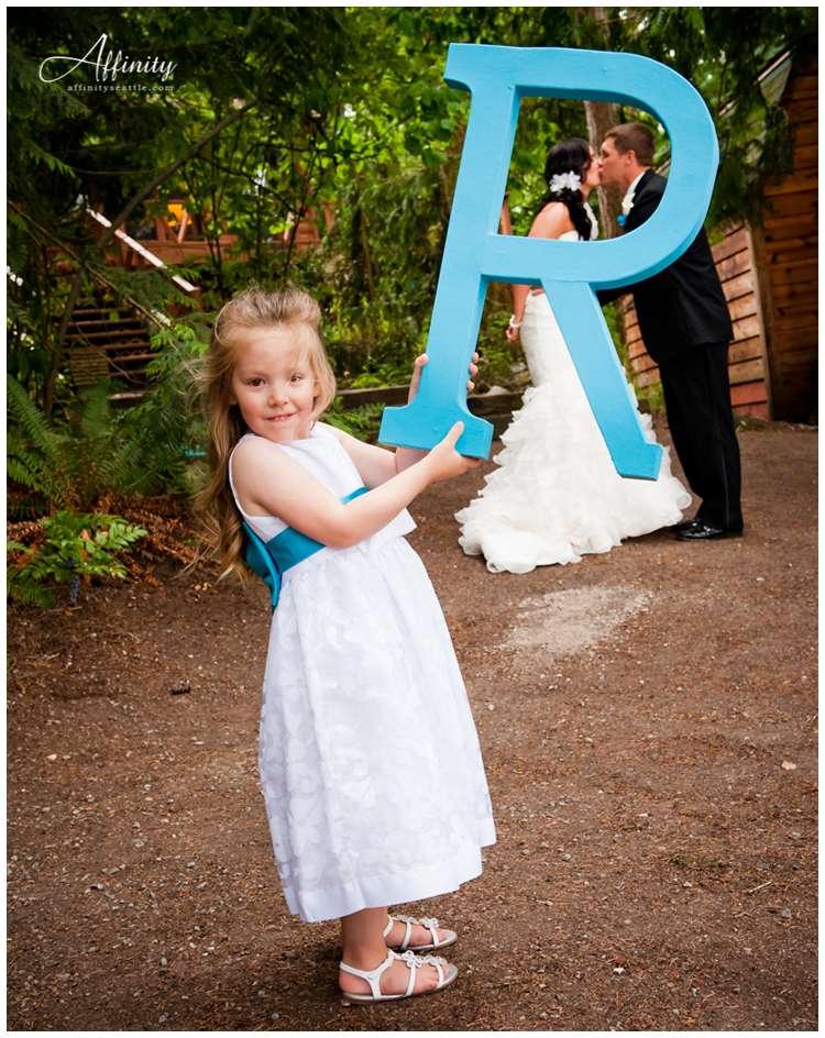 024-bride-groom-kiss.jpg