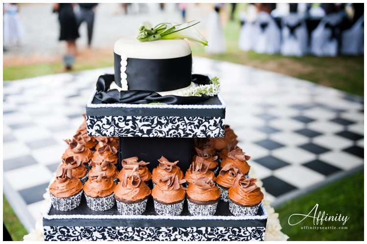 036-wedding-cupcake-tower.jpg