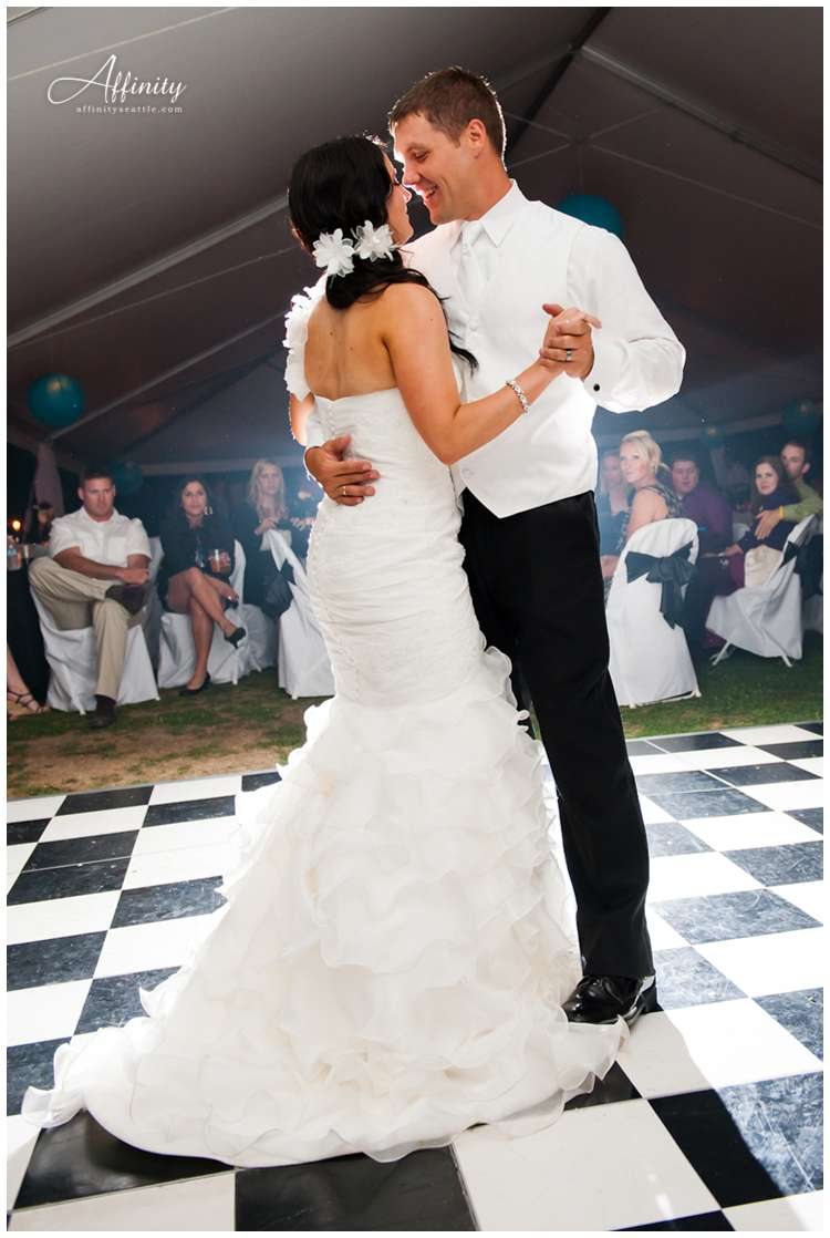 052-wedding-first-dance.jpg