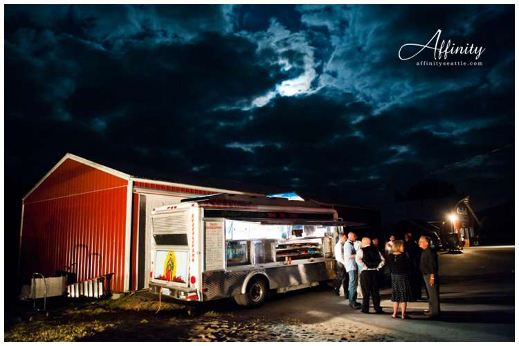 057-wedding-taco-truck.jpg