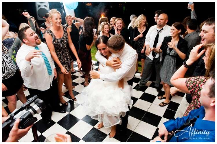 064-bride-groom-surrounded-dancefloor.jpg