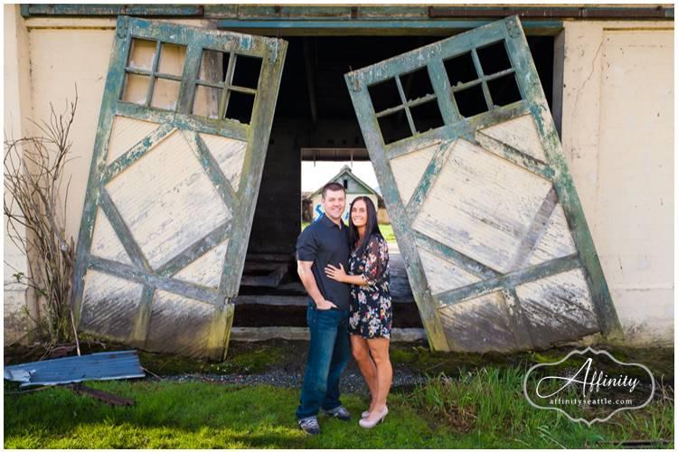 01-barn-doors-engagement-portraits.jpg