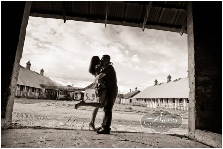 04-couple-kissing-silhouette-barn-opening.jpg