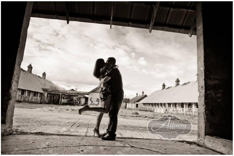 04-couple-kissing-silhouette-barn-opening.jpg