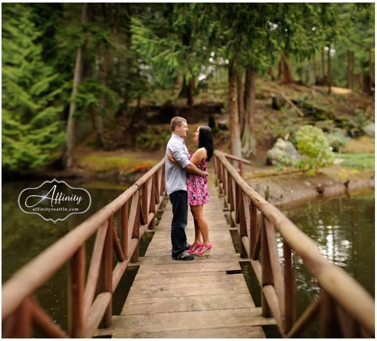 11-couples-embrace-on-bridge-kiss.jpg