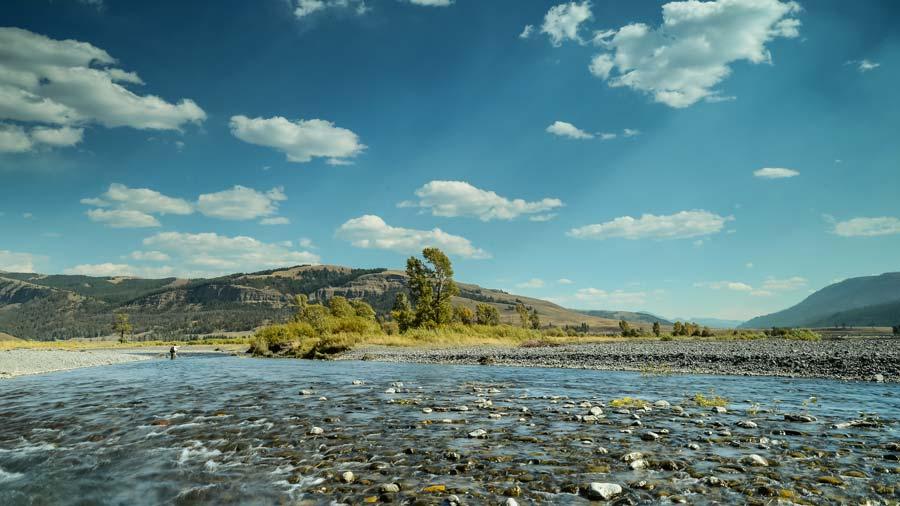 lamar-valley-river.jpg