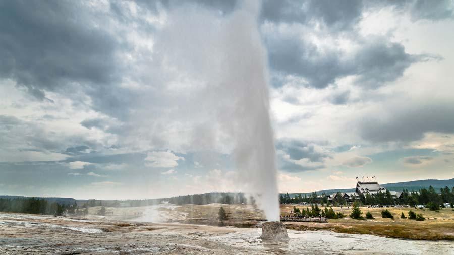 beehive-geyser.jpg