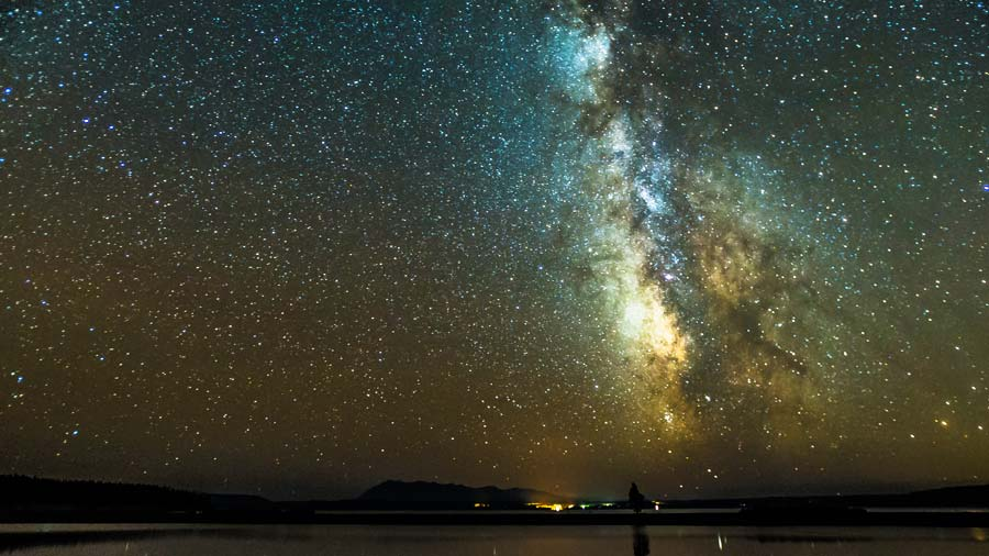 yellowstone-lake-night-milky-way.jpg