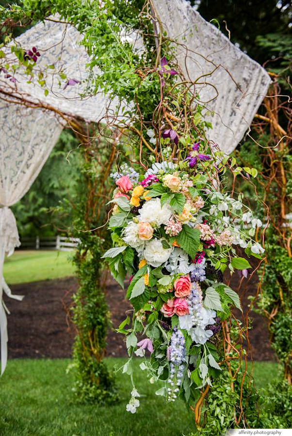 011-Blog-archway-marker-vinyard-wedding.jpg