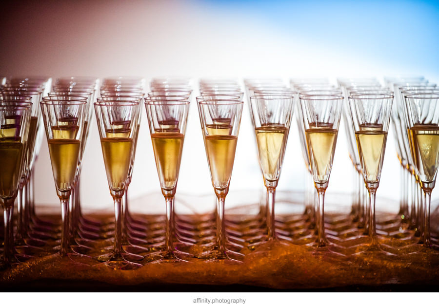 21-champaign-glasses-toast-wedding.jpg