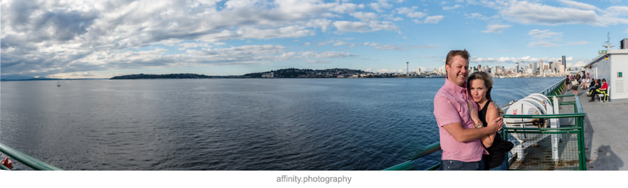 06-panoramic-seattle-puget-sound-ferry-engagement-portraits.jpg