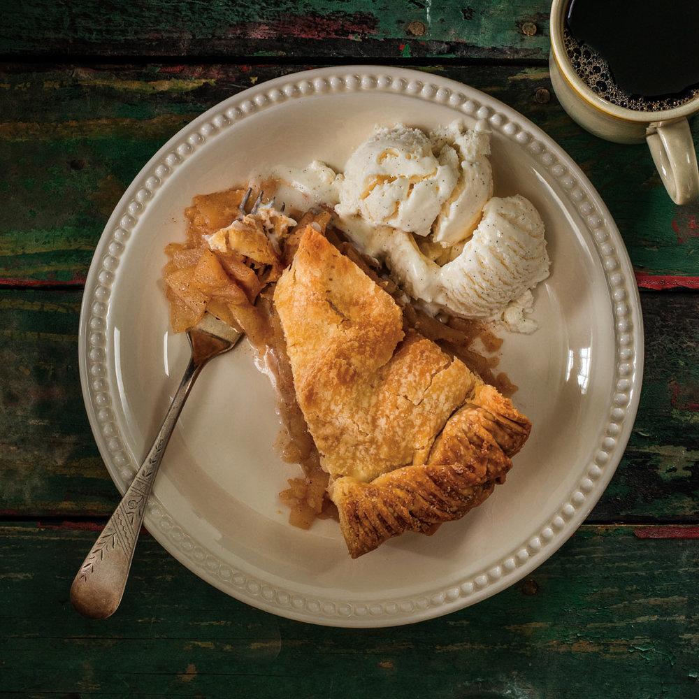 BlogHero_18_Grandma+Theresa's+Apple+Pie.jpg