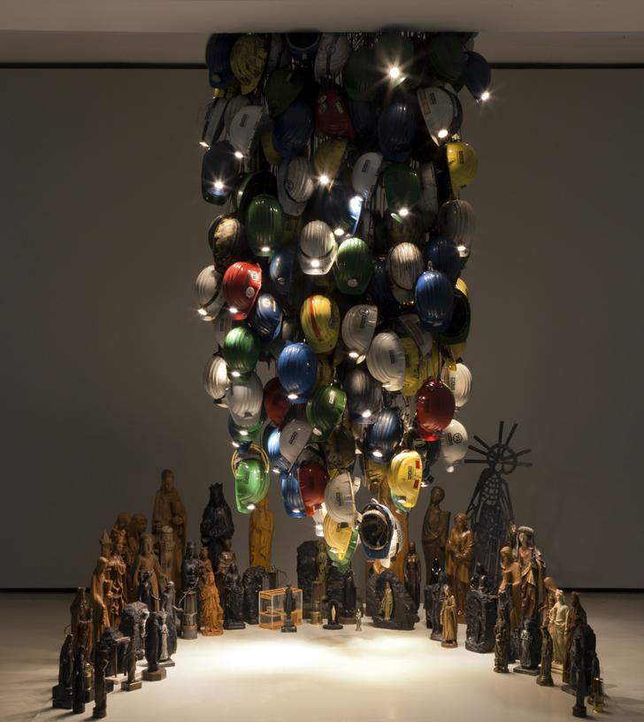 Glück Auf II,  2018, installation with Santa Barbara figures, ca 200 helmets, electrics/lights; Museum DKM, Duisburg/Germany