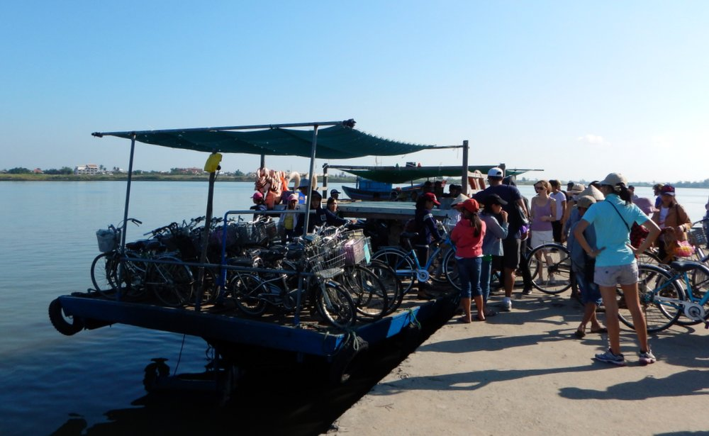 This bike and moped ferry system puts Vancouver's False Creek Aquabus in its place!