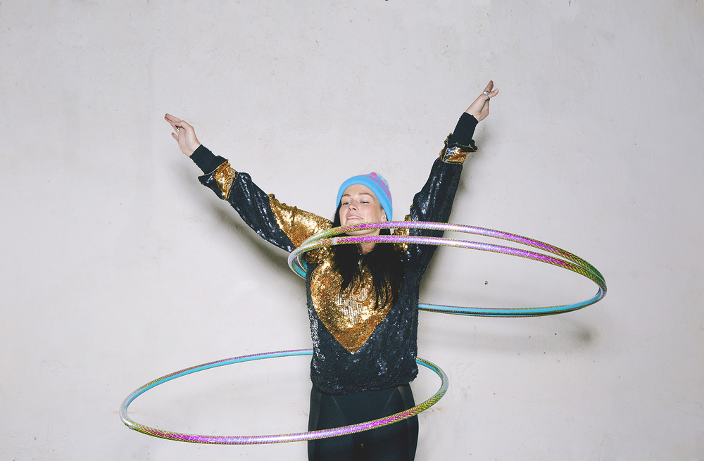 Hula hooping tori