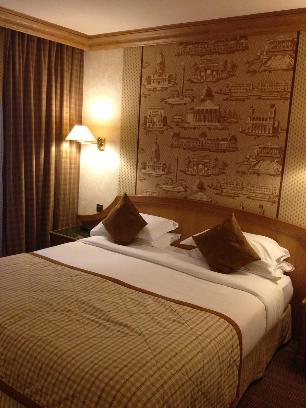 Hotel L'Horset ... just off Avenue De L'Opera ... not a bad room, non?