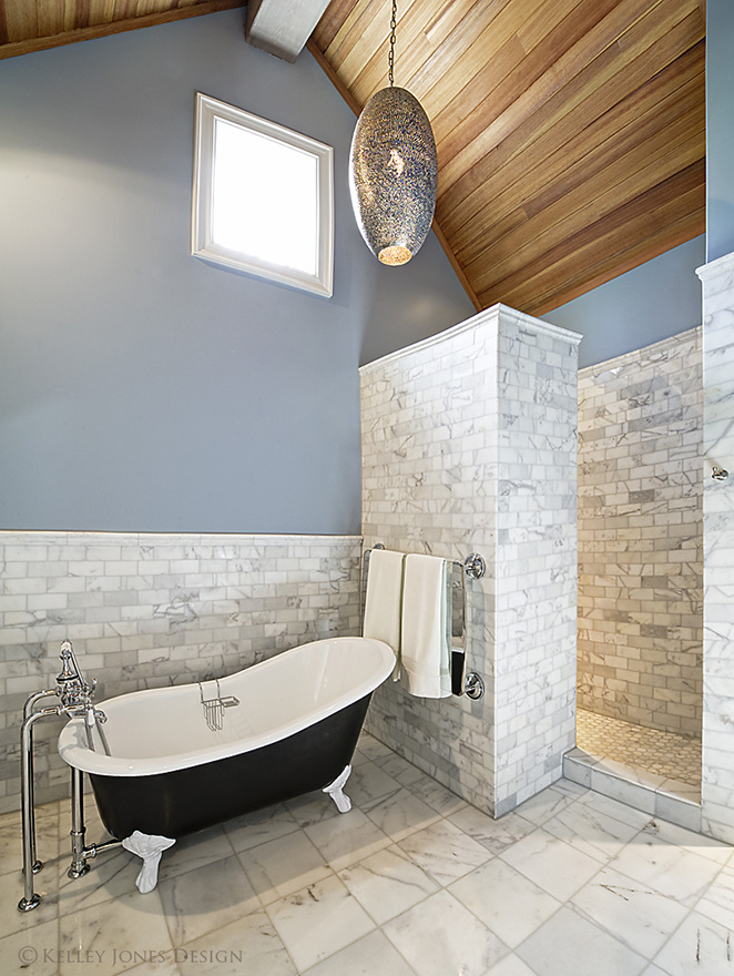 32_Lake-House_Design_Guest_Bathroom_DLJ5708.jpg