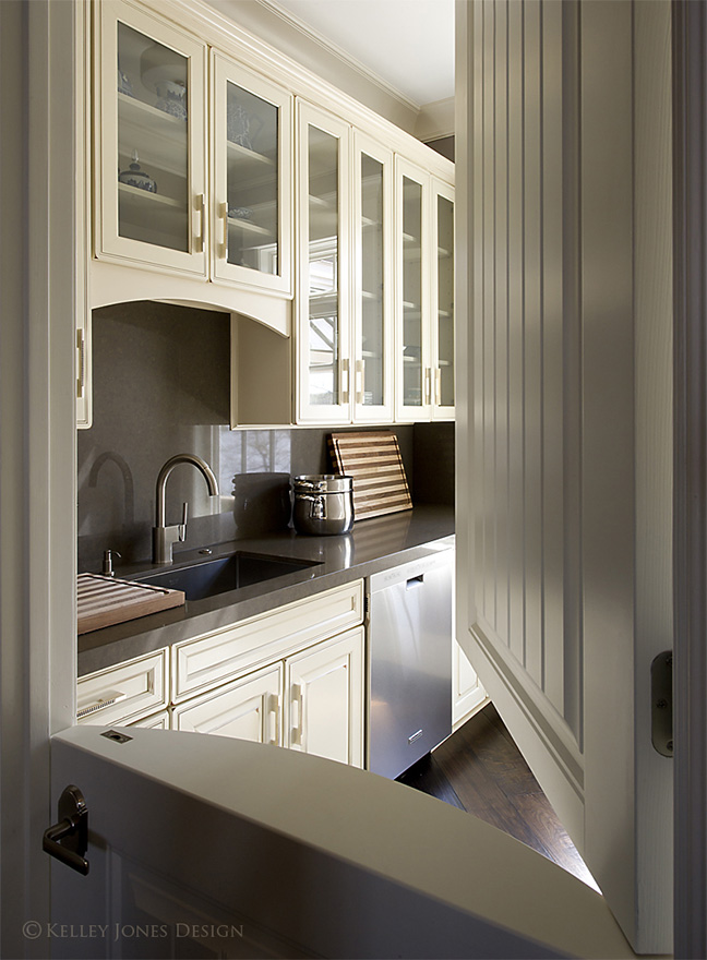 13_Lake-House_Design_Butler-Pantry_DLJ5664.jpg