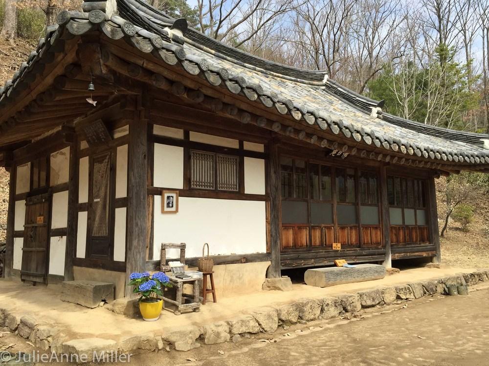Beopjeong Sunim Bulil Hermitage, Korea