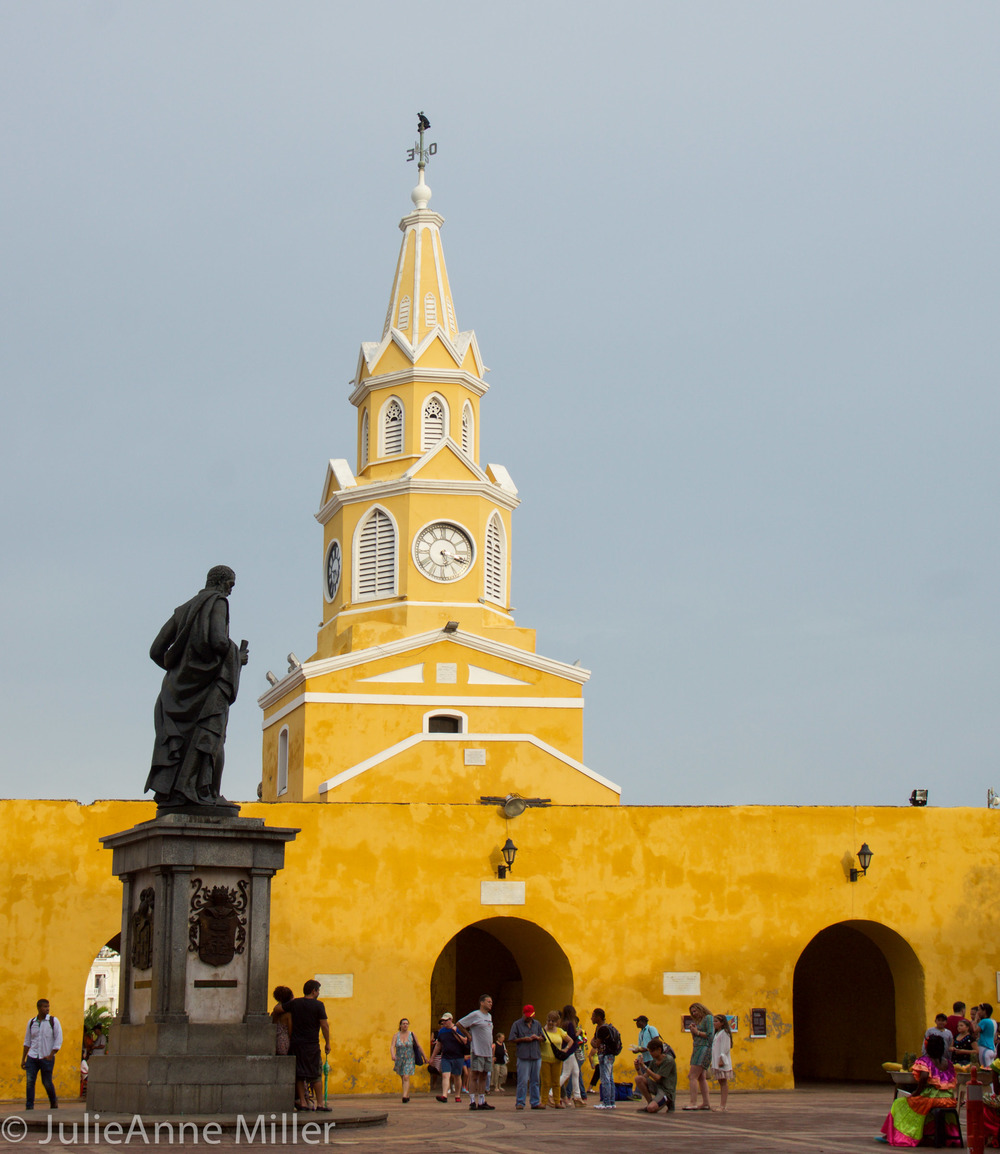 Aduana Square
