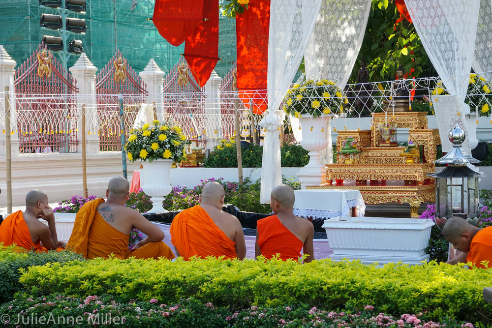 Wat Arun monks