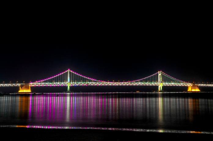 Night view of Diamond Bridge from Gwangalli Beach