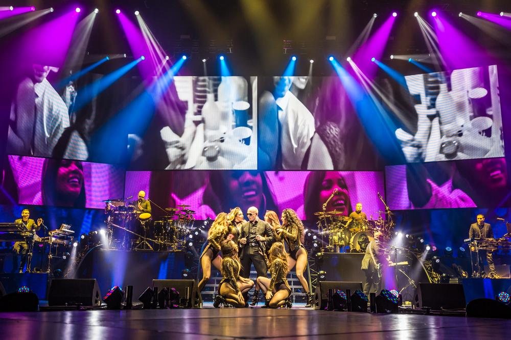 Pitbull_Vegas_ALIVEcoverage-1.jpg