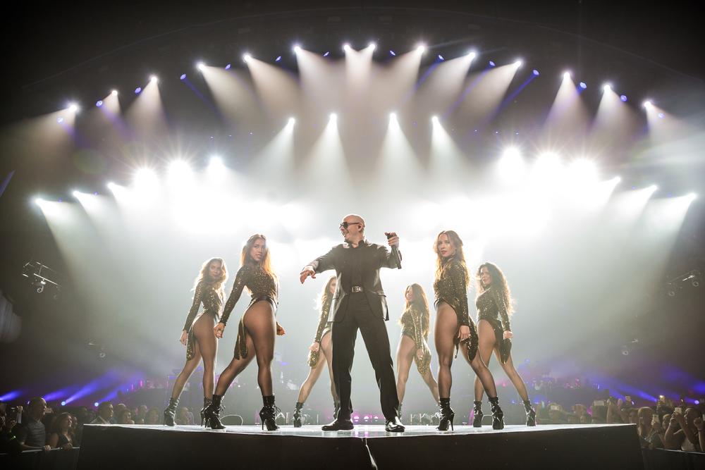 Pitbull_Vegas_ALIVEcoverage-4.jpg