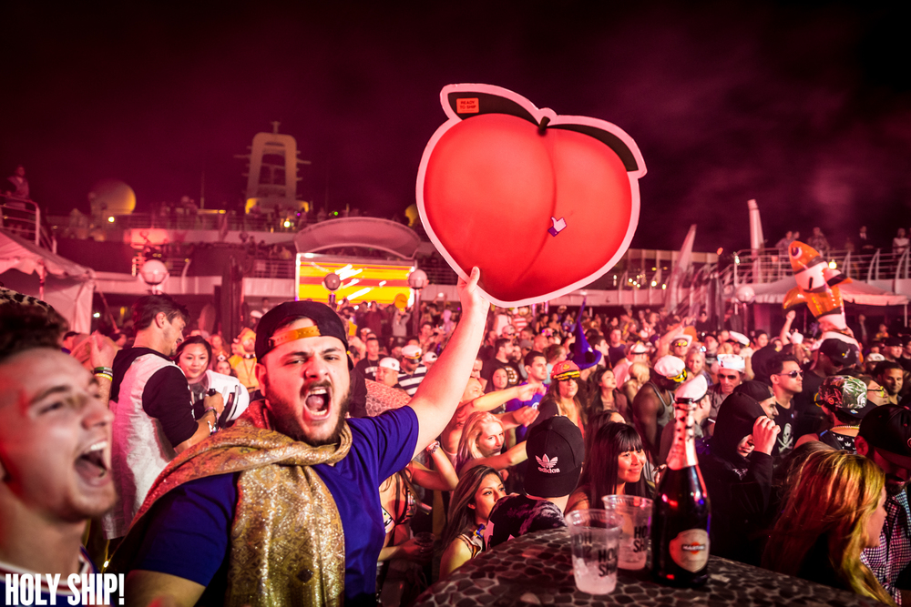 HolyShip_Feb2016_alivecoverage-7.jpg