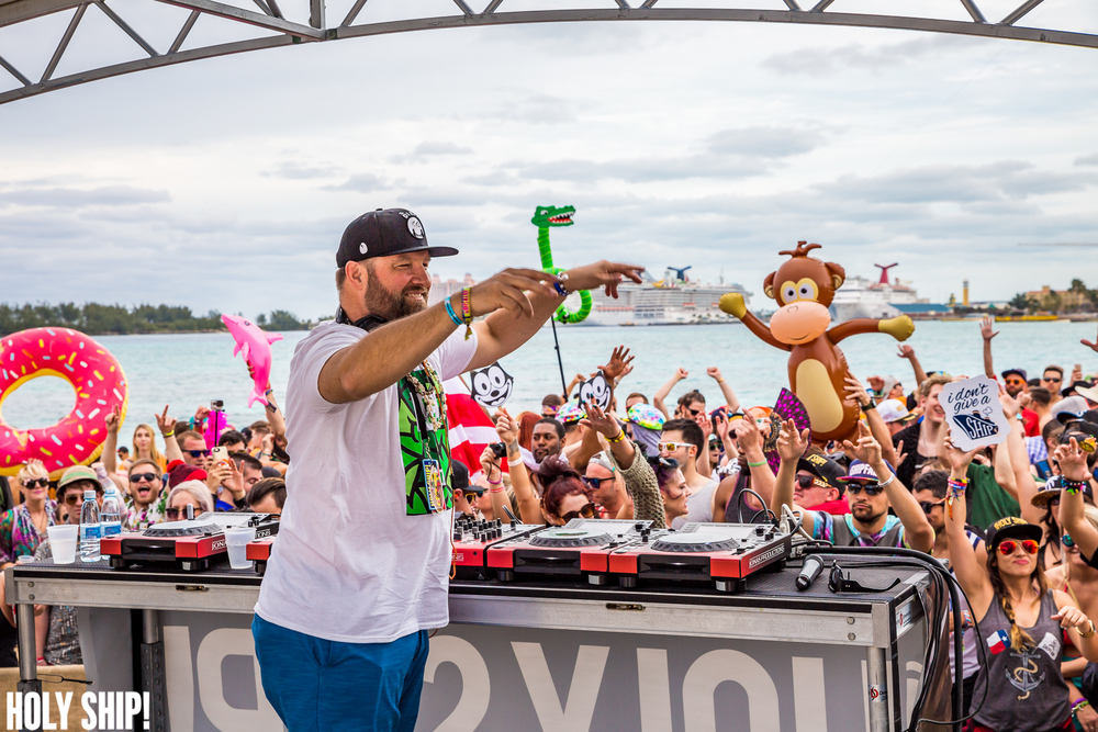 HolyShip_Feb2016_alivecoverage-22.jpg