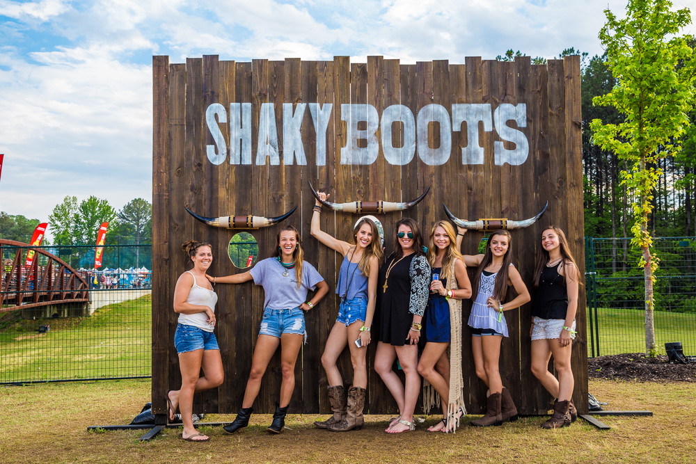 ShakyBoots_2015_iwally_alivecoverage-5.jpg