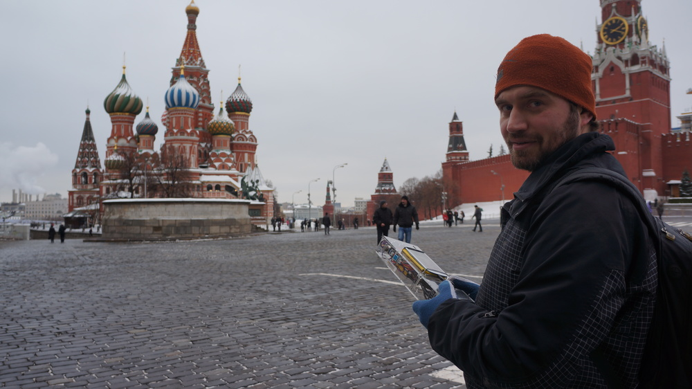 Eduard stands with the Sensocamera on the Red Square in Moscow | Эдуард стоит с Сенсокамерой на Красной Площади
