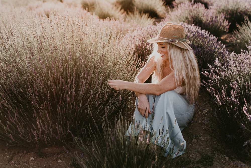 Boise Idaho Senior Photographer Wedding Makayla Madden Photography Boudoir Kuna Idaho Lavender Field Merchant Portrait Session Dreamy Golden Hour
