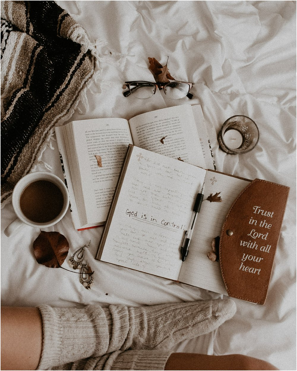 Boise Boudoir Photographer Boise Senior Photographer Makayla Madden Photography Cozy Winter Vibes Journaling Bookworm Reading Trust in the Lord