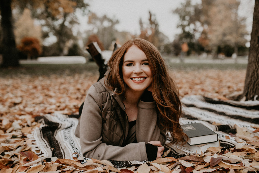 Boise Senior Photographer Makayla Madden Photography Eagle High Senior Harlee Edwards Red Head Fall Downtown Boise Senior Pics Book Lover Meridian Senior Photographer Eagle Senior Pictures