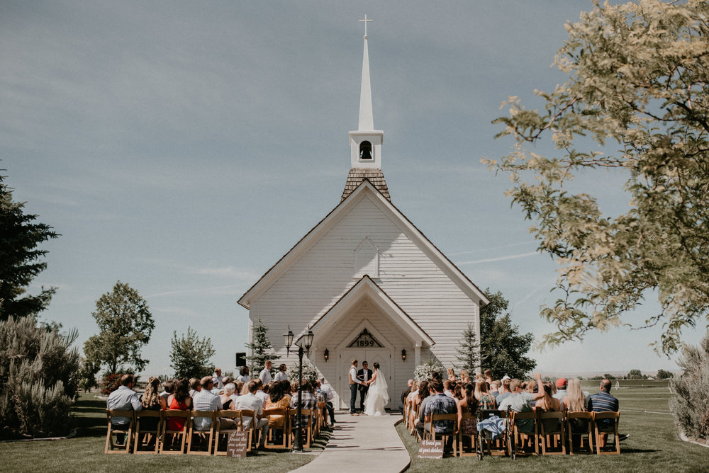 Boise Wedding Photographer Makayla Madden Photography Still Water Hollow Boise Wedding Venue Country Chic Summer Wedding Idaho Wedding Photographer Wedding Venues Boise
