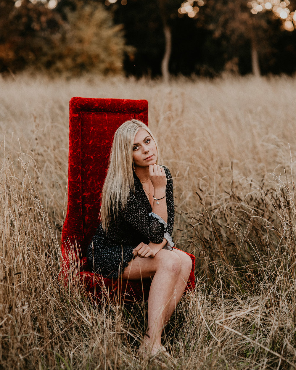 Boise Senior Photography Boise Senior Photography Makayla Madden Fall Senior Pics Downtown Boise Meridian Photographers Annie Davidson Bishop Kelly Class of 2019