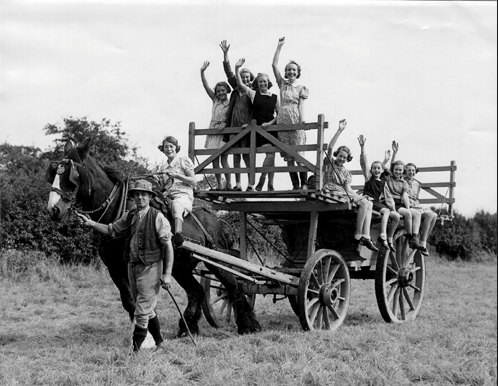 Children from London evacuated to a farm.