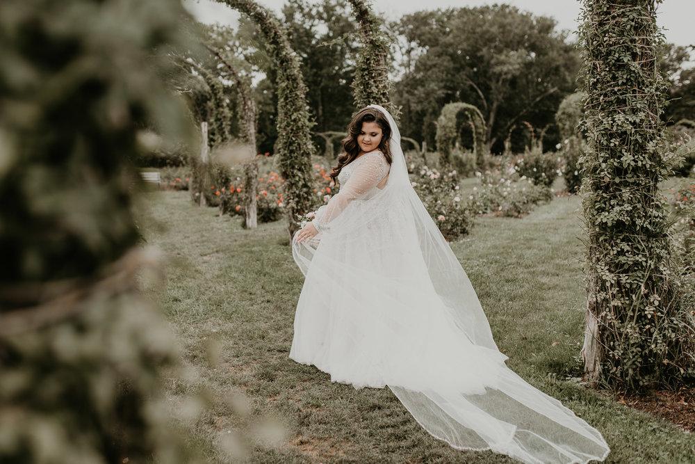 H+A_Hartford_Connecticut_RoseGarden_Wedding031.jpg