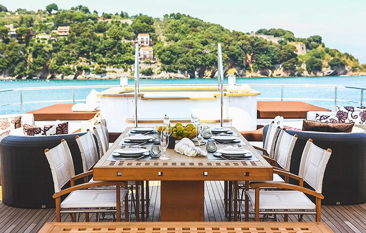 zaliv-private-luxury-yacht-1.jpg
